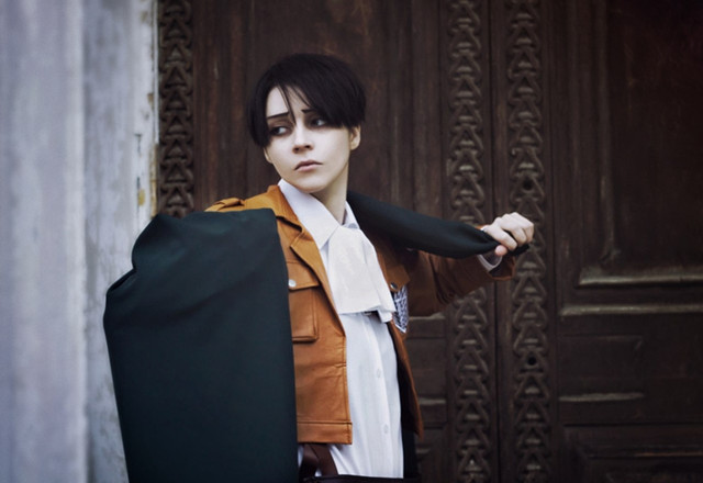 Levi Cosplay Features His Beautiful Back With A Survey Corps Tattoo