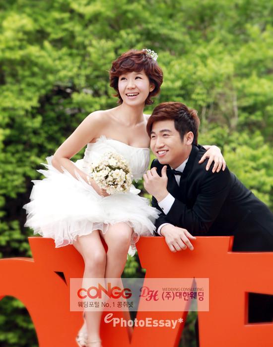 Kim Hyo Jin (gagwoman) and Cho Jae Man (corporate employee)