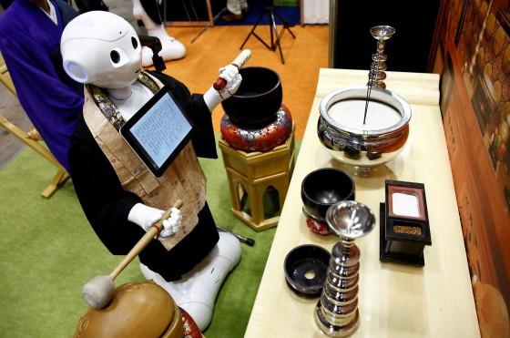 Crunchyroll - Pepper Robots to Perform Funeral Prayers as