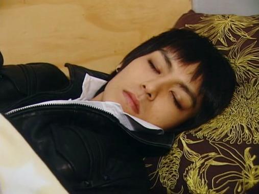 Asiaticos durmiendo , cual es el mas mon@?vota 3861aded8a2400_full