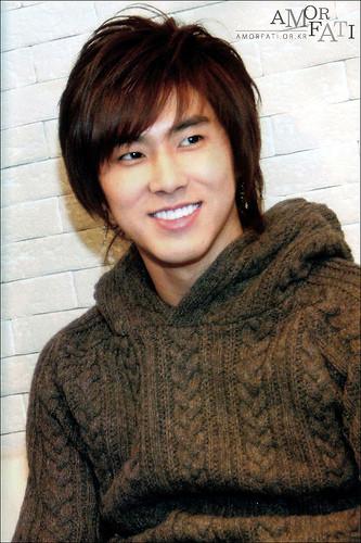 Super Junior phẫu thuật thẩm mỹ (plastic surgery)...hô hô - Page 4 64a6668178d365b34e16518a55bb55b71230776168_full