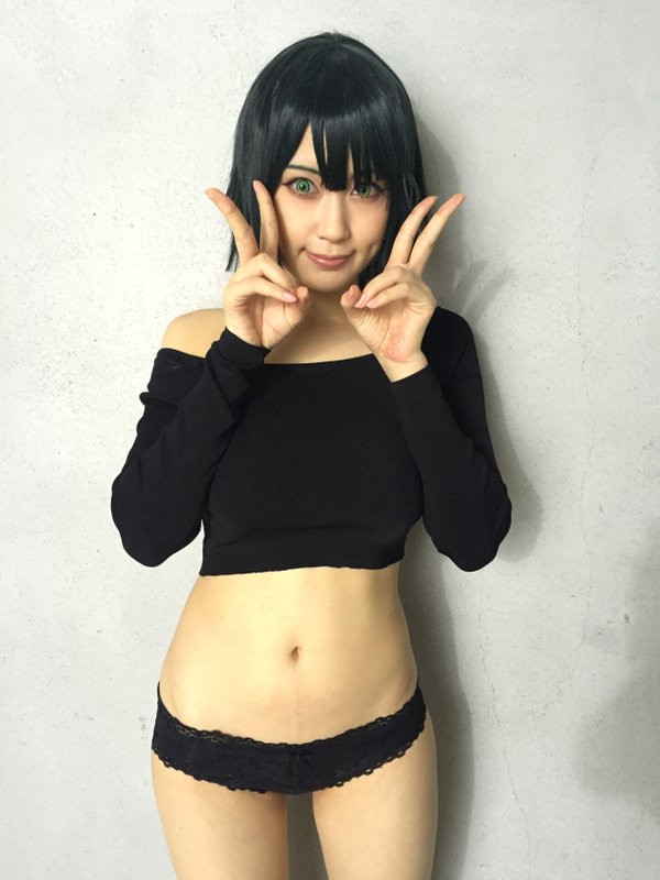 """Sexy """"One-Punch Man"""" Photo Shoot Previewed"""