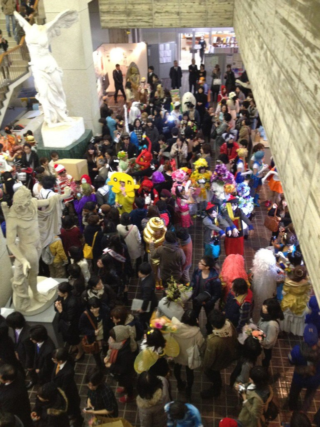 Kanazawa's College of Art graduation cosplay