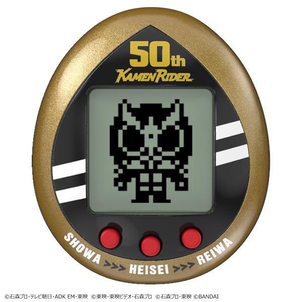 Una imagen promocional de la versión Legacy Gold del juguete digital para mascotas Kamen Rider Tamagotchi.