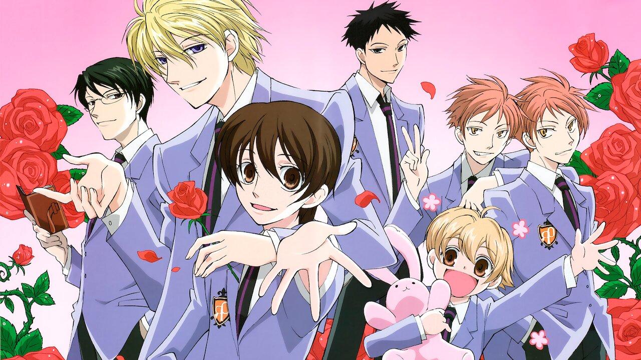 Una imagen promocional para el anime de televisión 2006 Ouran High School Host Club, con los personajes principales en sus uniformes escolares rodeados de rosas rojas.