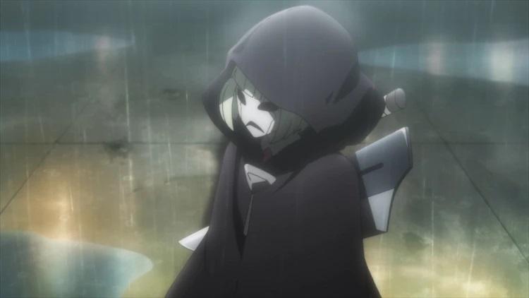 Muuro, un asaltante encapuchado con una máscara espeluznante, se prepara para atacar un centro de colonia en una escena del próximo anime de TV SAKUGAN.