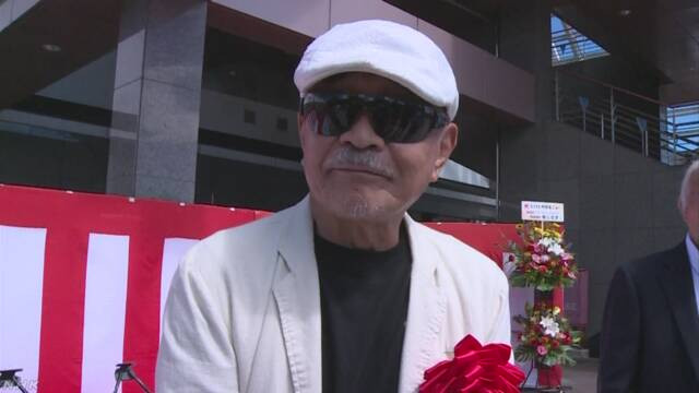 A photograph of Buronson, aka Yoshiyuki Okamura, the original author of Fist of the North Star, taken at the dedication ceremony for the Fist of the North Star manhole covers in Saku City, Nagano Prefecture.