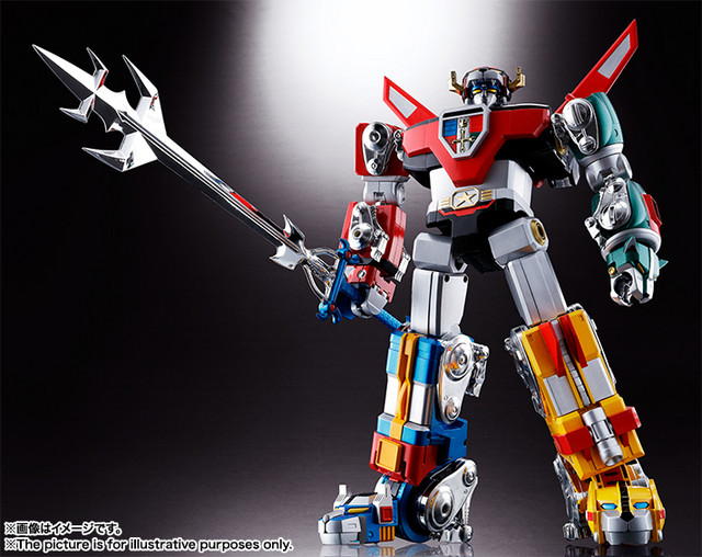 The fully-assembled Soul of Chogokin GX-71 Voltron toy strikes a dramatic pose.