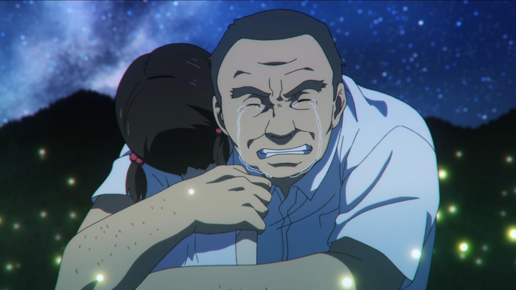 Llorando amargamente, el conductor del autobús abraza a un Nanaki en la forma de su joven hija fallecida en un campo iluminado por luciérnagas por la noche en una escena del anime televisivo The Lost Village de 2016.