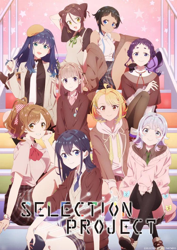 Una imagen clave para el próximo anime de SELECTION PROJECT TV, que presenta a los 9 candidatos a ídolos posando en un conjunto de escaleras con sus trajes de escenario.