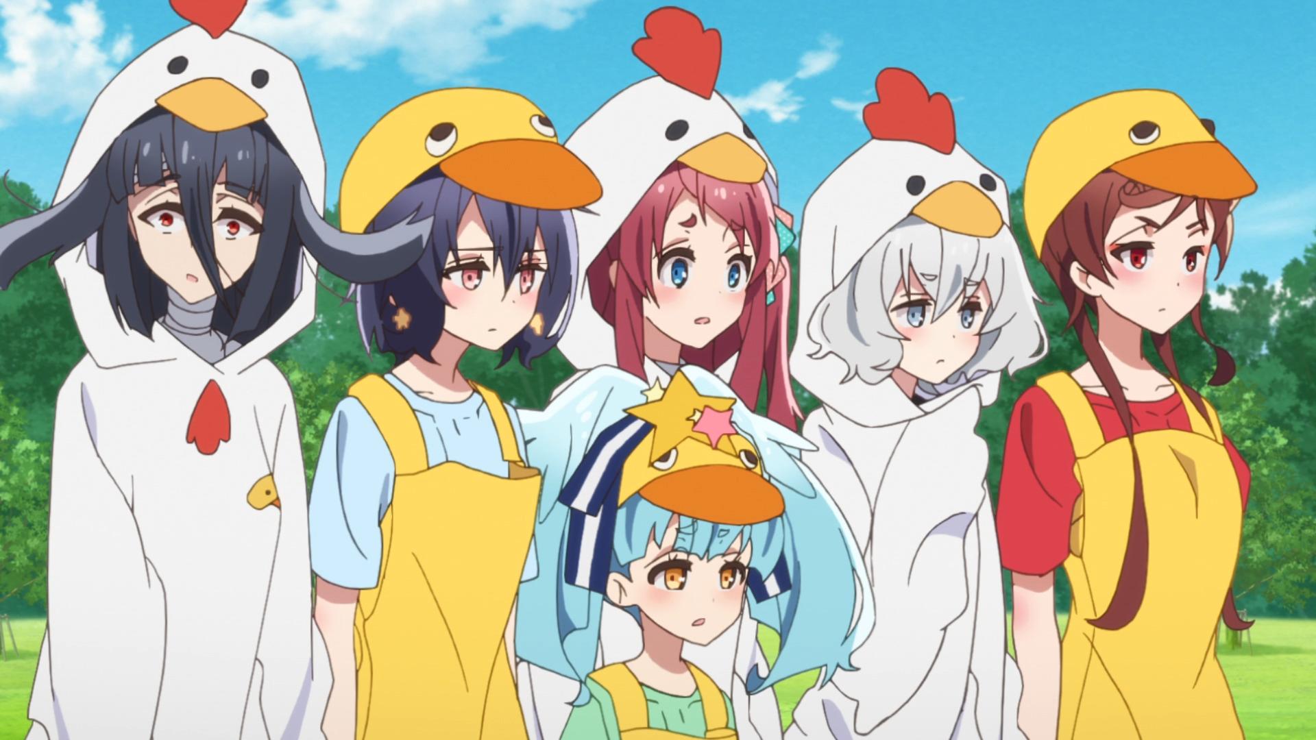 Mientras usan disfraces de pollo, las chicas de Franchouchou están decepcionadas por el discurso motivacional de Saki Nikaido en una escena del anime de televisión ZOMBIE LAND SAGA.
