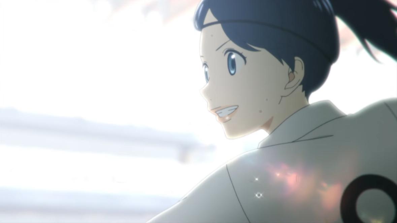 Nozomi Onda sonríe mientras patea un gol durante un partido de fútbol en una escena del próximo anime de televisión Farewell, My Dear Cramer.