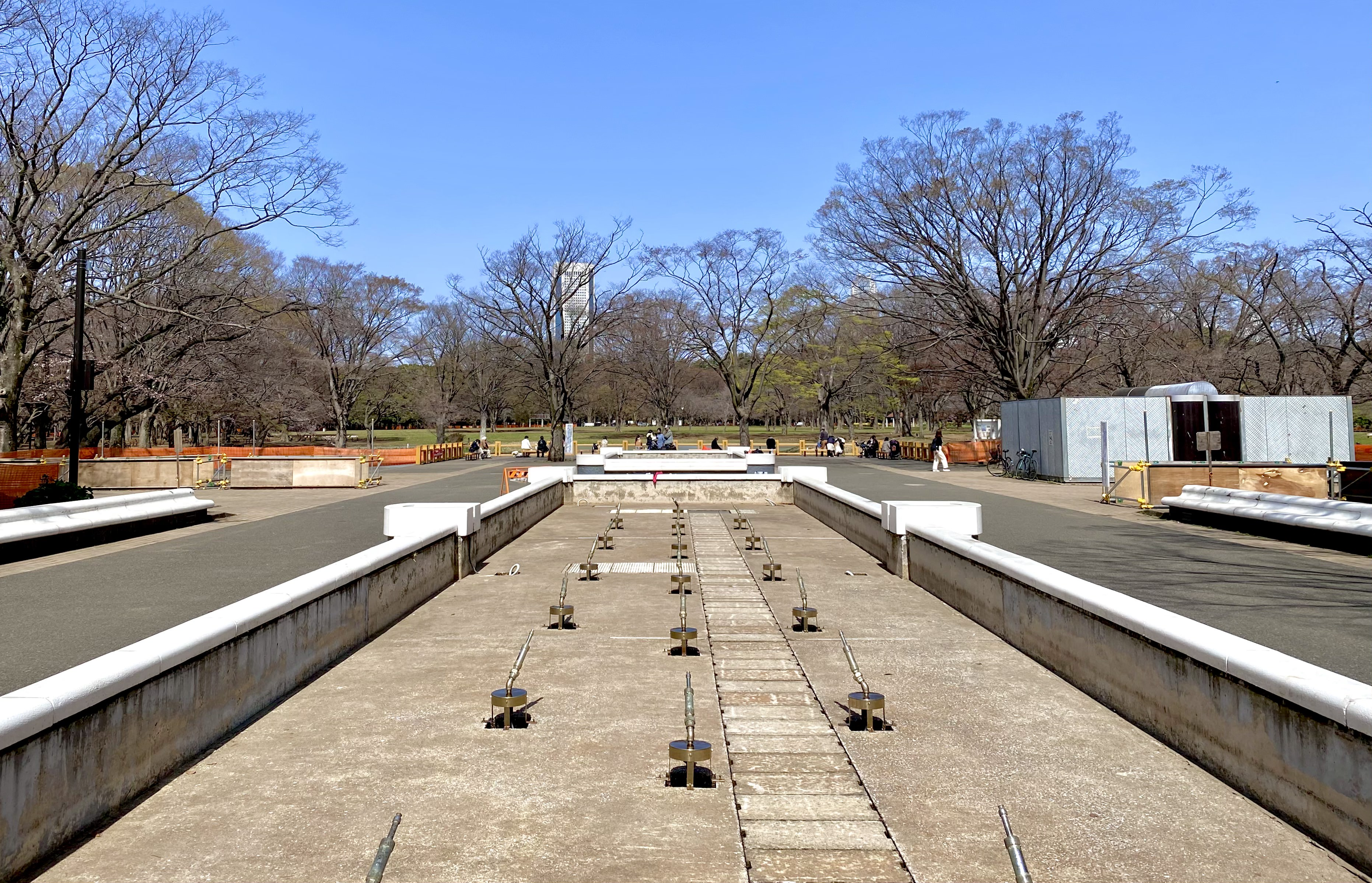 Un parque Yoyogi cerrado en Harajuku el 17 de marzo (foto: Daryl Harding)