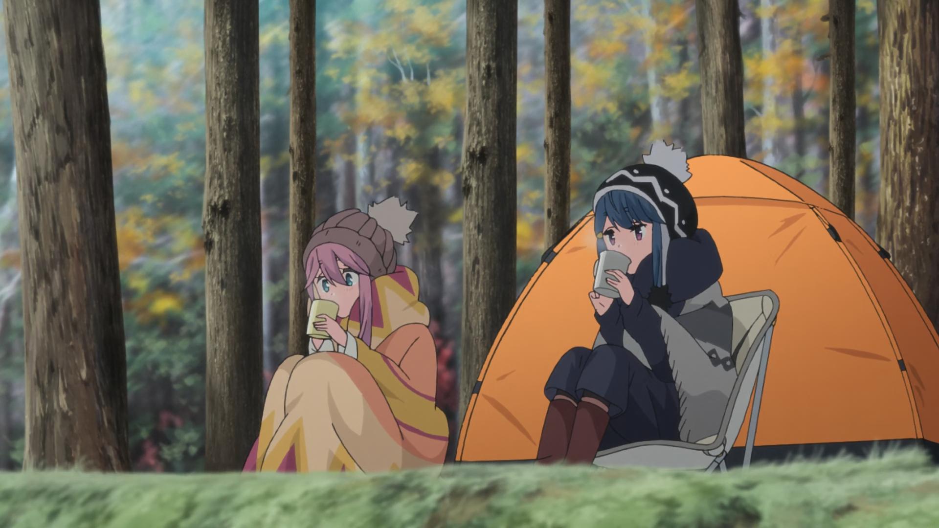 Nadeshiko y Rin beben chocolate caliente en el campamento relajado