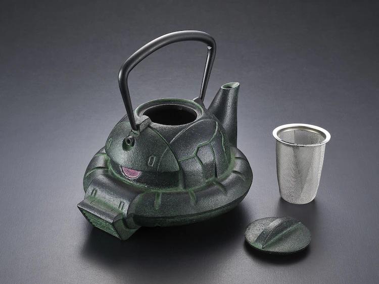 Zaku kettle with strainer