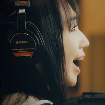 "Nana Mizuki Passionately Performs Action RPG ""Final Gear"" Theme Song ""DAYBREAKERS"" in Studio"