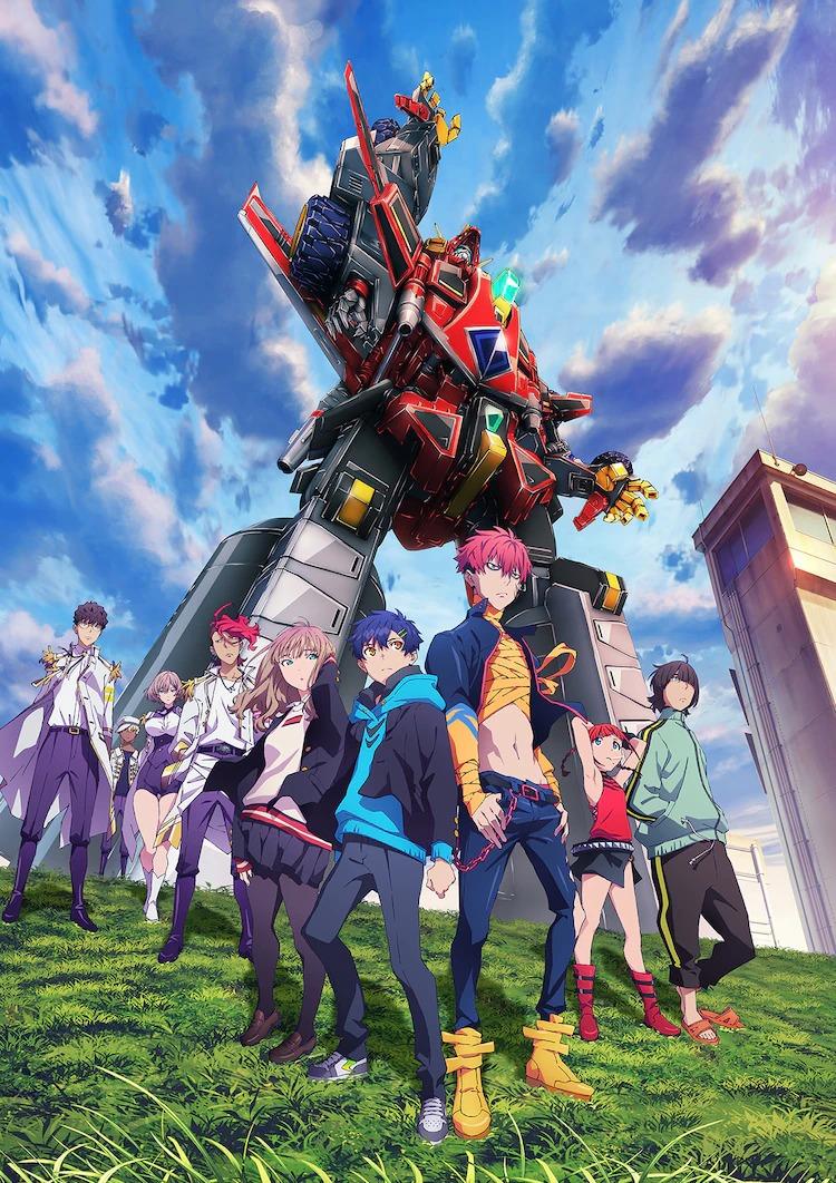 Una imagen clave para el anime SSSS.DYNAZENON TV, con el elenco principal de personajes y el robot gigante titular posando en una colina cubierta de hierba bajo un cielo nublado.  El robot DYNAZENON se dirige dramáticamente hacia los cielos.
