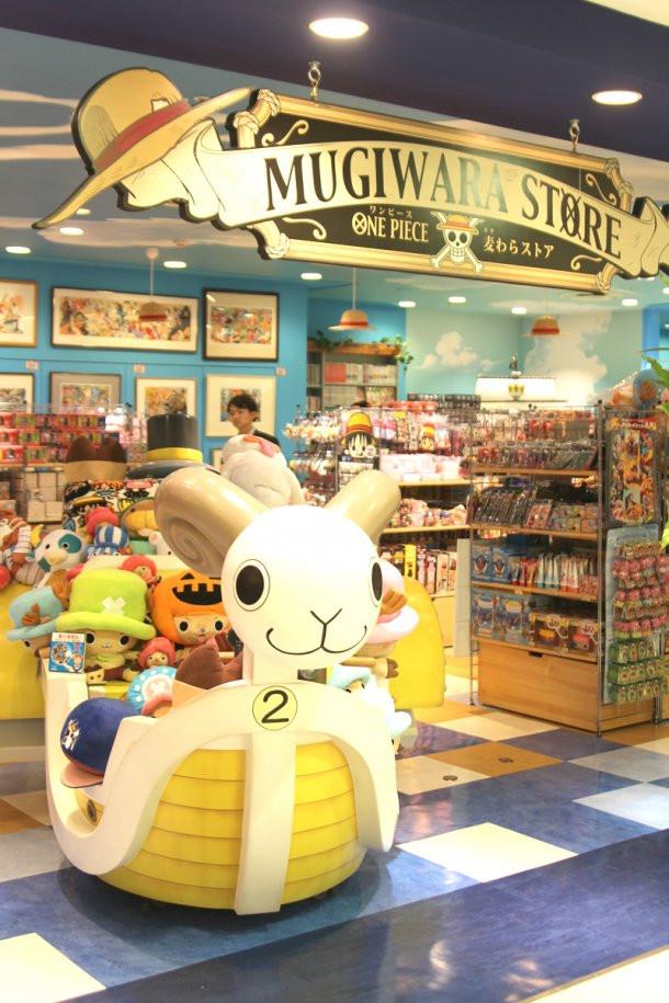 """Crunchyroll - A Look Inside Tokyo's """"One Piece"""" Shop"""