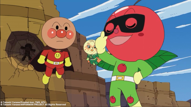 El héroe pastelero Anpanman y sus amigos se preparan para enfrentarse al villano Baikinman en una escena de la serie de películas infantiles de anime Anpanman.