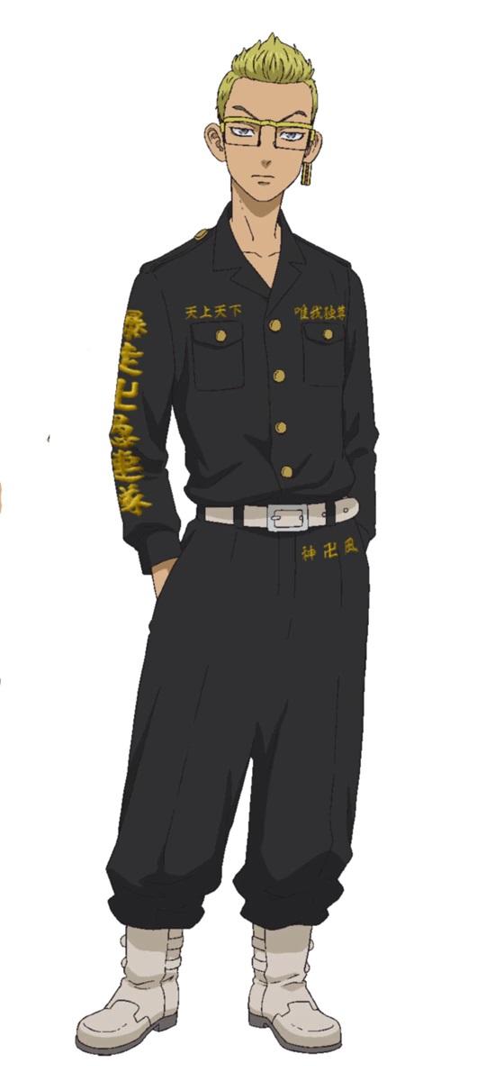 """Un escenario de personajes de Tetta Kisaki, un delincuente con piel ligeramente bronceada, cabello rubio decolorado y lentes del próximo anime de televisión Tokyo Revengers.  Tetta está vestida de negro """"ropa de suicidio"""" con adornos kanji dorados."""